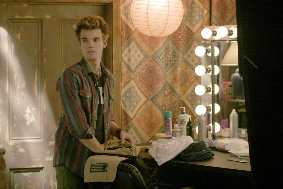 Sein plötzliches Auftauchen sorgt nicht nur bei Haley für Verwirrung: Chris (Tyler Hilton) bringt auch Nathan gehörig durcheinander ... - Bildquelle: Warner Bros. Pictures