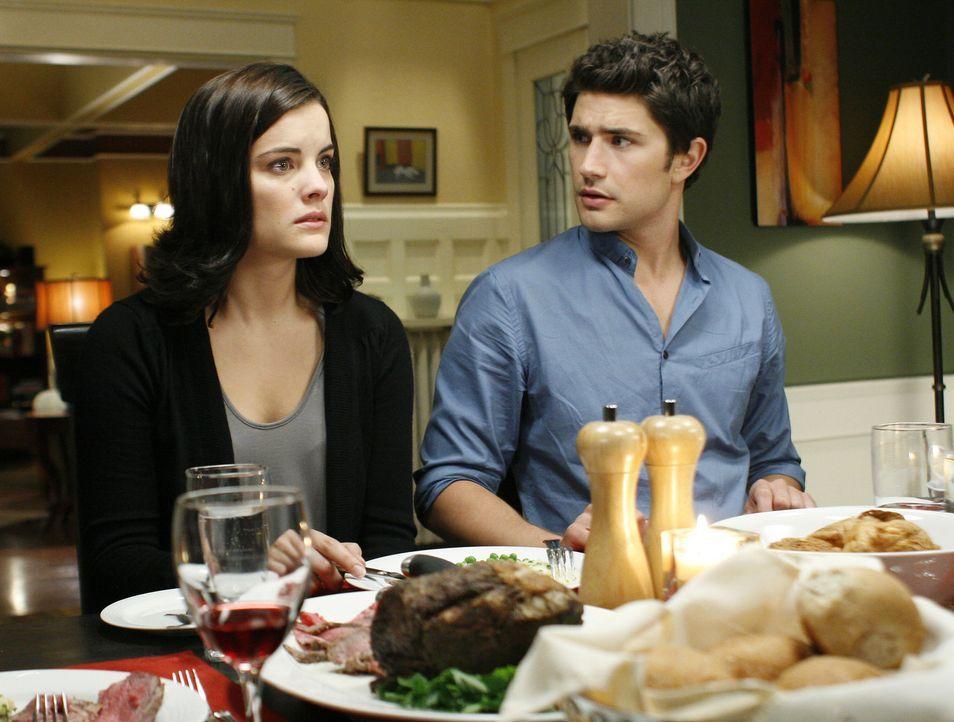 Wollen unbedingt herausfinden, warum Cassidy Sarah umgebracht hat: Kyle (Matt Dallas, r.) und Jessi (Jaimie Alexander, l.) ... - Bildquelle: TOUCHSTONE TELEVISION