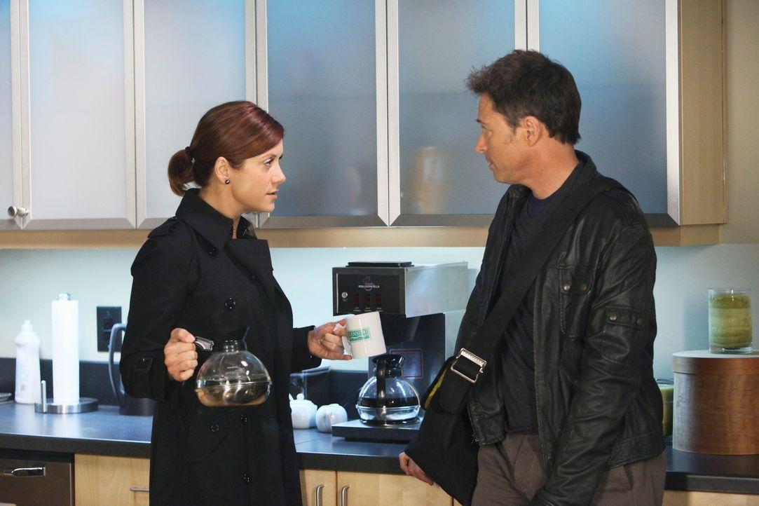 Gemeinsam kümmern sich Pete (Tim Daly, r.) und Addison (Kate Walsh, l.) um Eleanor, eine 60-jährige Frau, die durch eine künstliche Befruchtung zum... - Bildquelle: ABC Studios