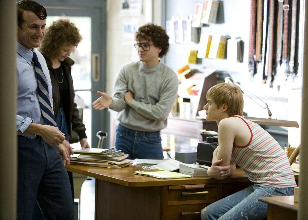 Die nächste Wahl wollen sie auf jeden Fall gewinnen: Harvey (Sean Penn, l.), Anne (Alison Pill, 2.v.l.), Cleve (Emile Hirsch, 2.v.r.) und Danny (Lu...