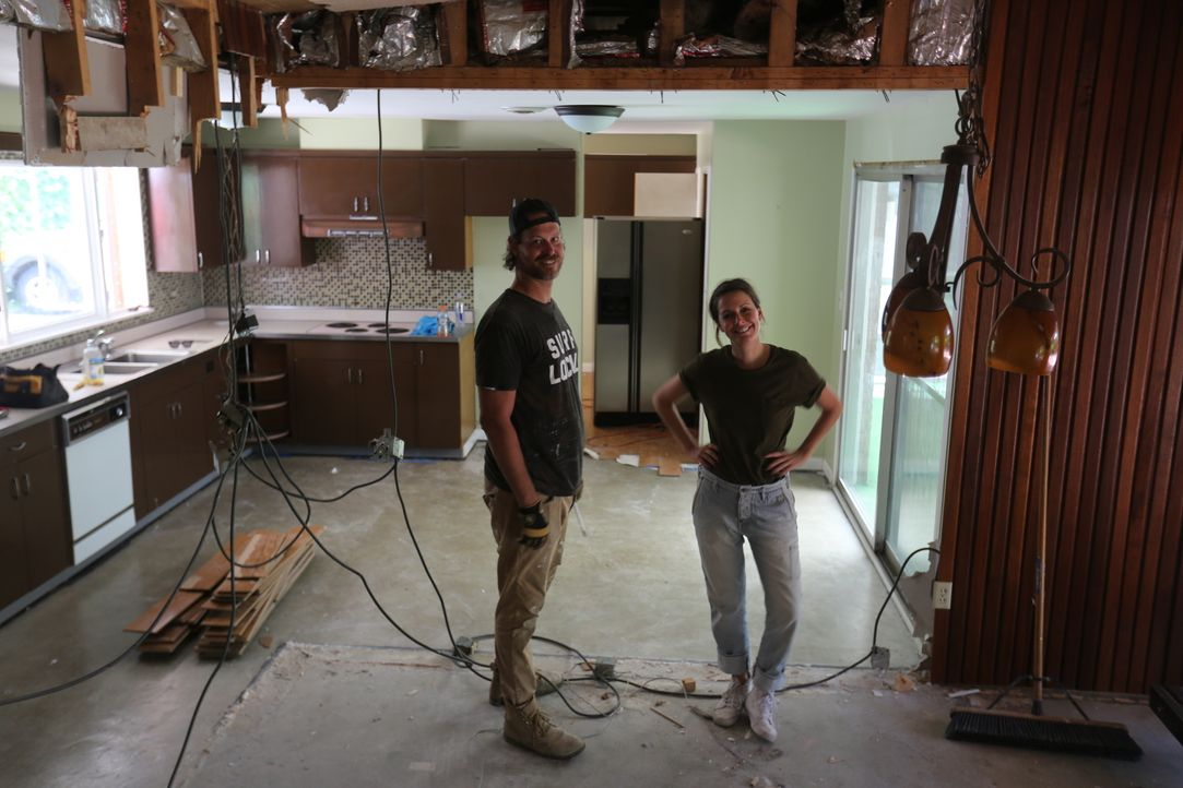 Bei der Renovierung ist es Leanne (r.) und Steve (l.) wichtig, die einzigartigen Elemente, die den Retro-Charme des Hauses ausmachen, beizubehalten... - Bildquelle: 2016, Scripps Networks, LLC. All Rights Reserved.