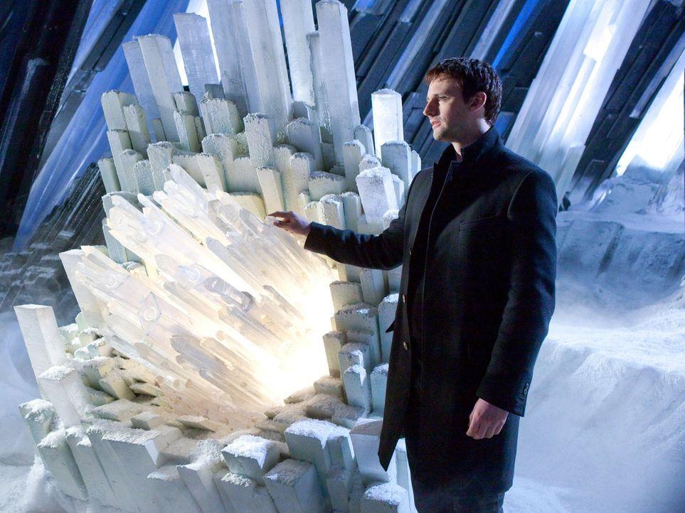 """Nach wie vor gibt sich Zod (Callum Blue) als """"Schatten"""" aus, um Informationen von Lois zu erhalten. Sie hat keine Ahnung, doch Clark bekommt langsam... - Bildquelle: Warner Bros."""