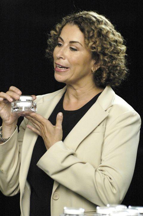 Ist stolz auf ihr neues Hautpflegeprodukt: Liz (Roma Maffia) ... - Bildquelle: TM and   2005 Warner Bros. Entertainment Inc. All Rights Reserved.