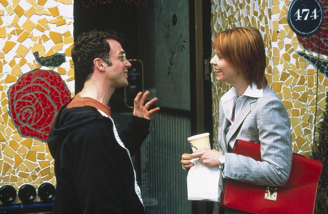 Auf der Straße treffen sich zufällig Miranda (Cynthia Nixon, r.) und Steve (David Eigenberg), der ihr voller Enthusiasmus von seinem neuen Eigentu... - Bildquelle: Paramount Pictures
