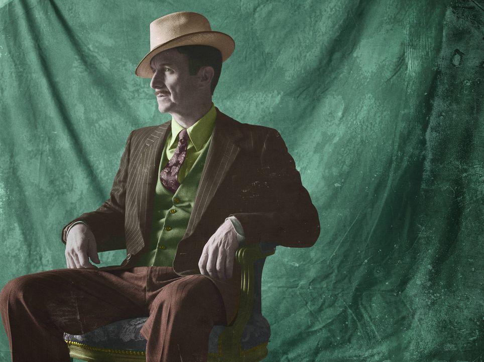 (4. Staffel) - Für ihn sind die Freaks eine Chance auf das große Geld: Stanley (Denis O'Hare) ... - Bildquelle: Frank Ockenfels 2014, FX Network. All rights reserved.
