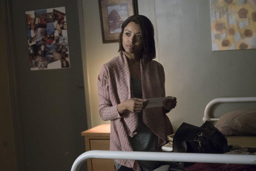 Seit drei Jahren ist Bonnie (Kat Graham) auf der Flucht vor der Armory. Jetzt erhofft sie sich endlich Antworten und einen Ausweg ... - Bildquelle: Warner Bros. Entertainment, Inc.