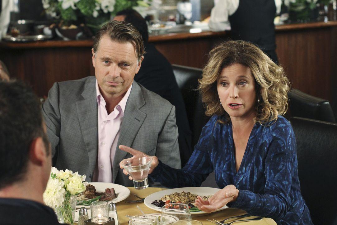 Bree wird Keith's (Brian Austin Green l.) Eltern Mary (Nancy Travis, r.) und Richard (John Schneider, M.) vorgestellt und muss erkennen, dass sie se... - Bildquelle: ABC Studios
