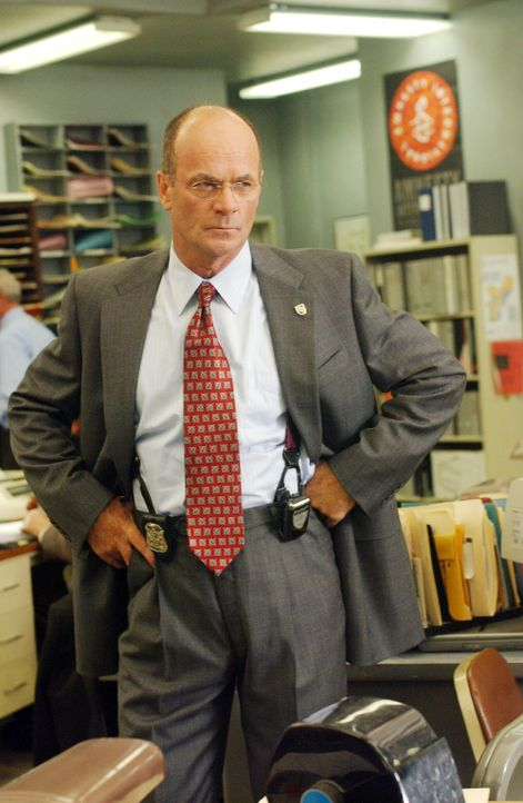 Ein dreifacher Mord beschäftigt Lt. John Stillman (John Finn) und sein Team ... - Bildquelle: Warner Bros. Television