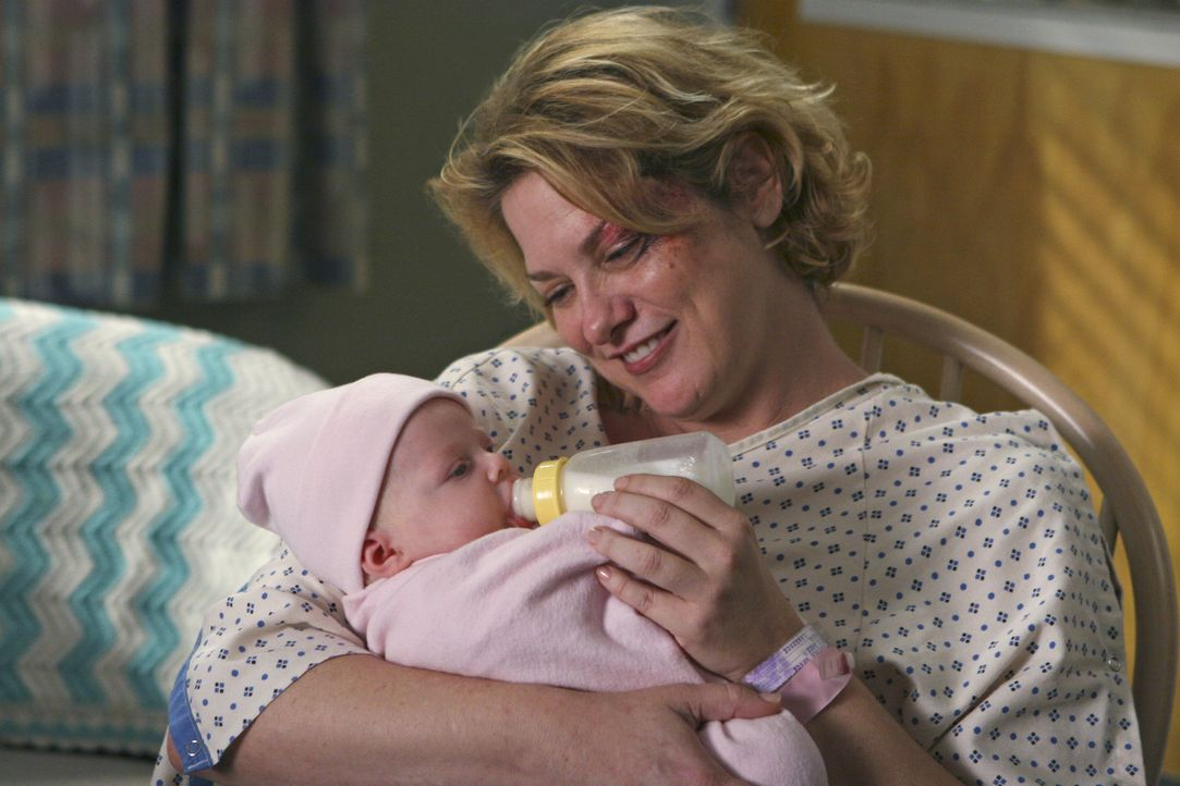 Stolz hält Jana (Cynthia Ettinger) ihr Baby im Arm ... - Bildquelle: Touchstone Television