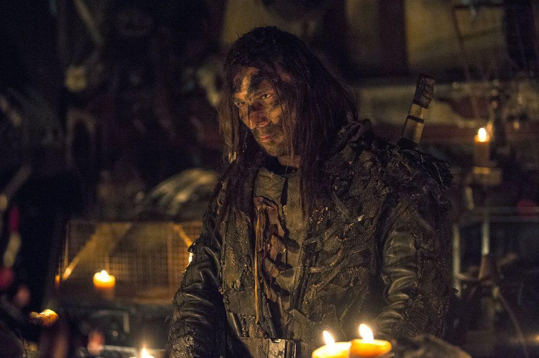 Auf der Suche nach Clarke: Kopfgeldjäger Roan (Zach McGowan) ... - Bildquelle: 2014 Warner Brothers
