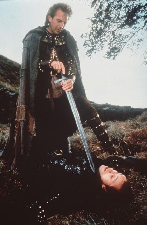 Nach seiner Rückkehr aus dem Heiligen Land gerät Robin Hood (Kevin Costner) zuerst an eine Diebesbande. Doch es warten noch andere böse Überrasc... - Bildquelle: WARNER BROS.