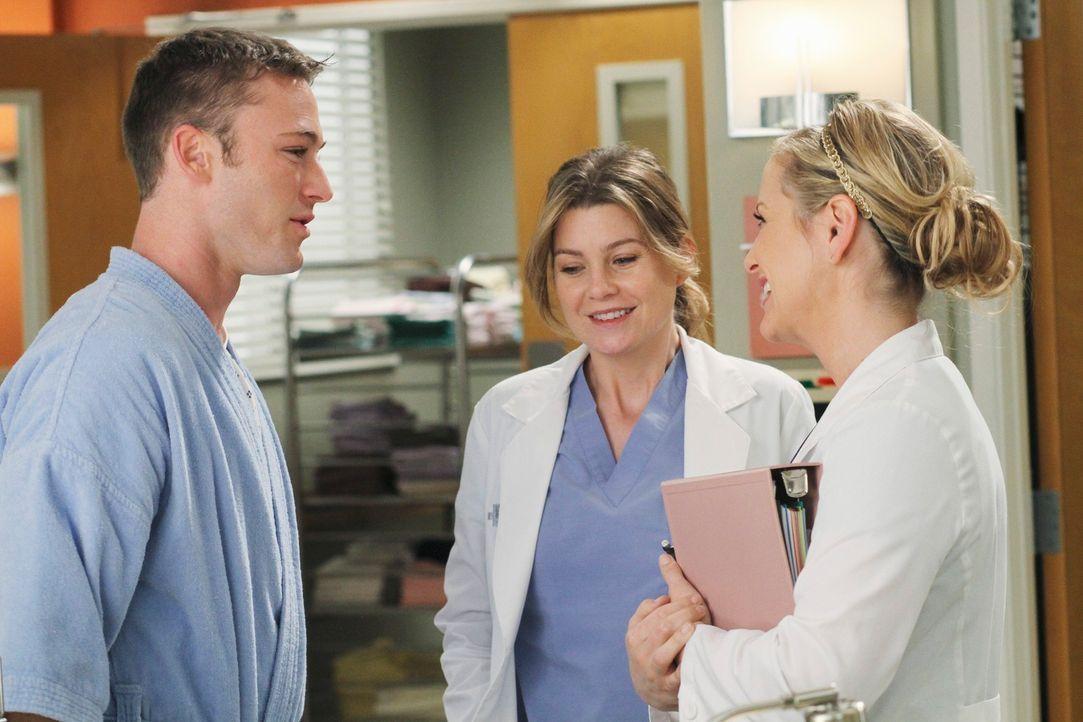 Während Meredith (Ellen Pompeo, M.) und Arizona (Jessica Capshaw, r.) sich mit dem Kinderwunsch ihrer Partner beschäftigen müssen, bekommt Alex uner... - Bildquelle: Touchstone Television