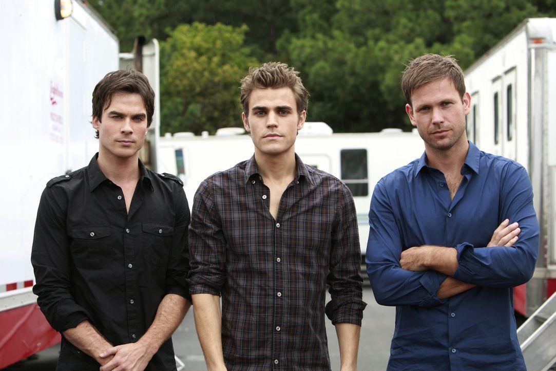 """Ian Somerhalder (l.), Paul Wesley (M.) und Matt Davis (r.) bei den Dreharbeiten zu """"Vampire Diaries"""". - Bildquelle: Warner Brothers"""