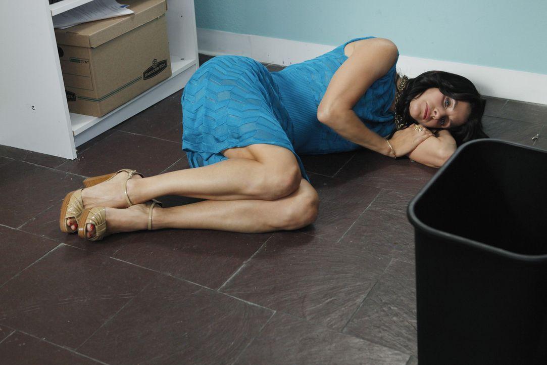 Josh hat sich in Jules (Courteney Cox) verliebt. Daraufhin beschließt diese, sich von ihm zu trennen. Allerdings fühlt sie sich danach total graue... - Bildquelle: 2009 ABC INC.
