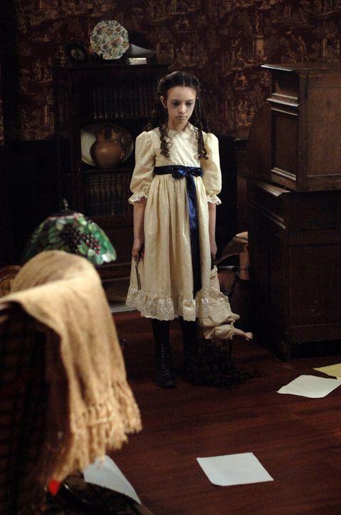 Wird das Killer-Mädchen (Jodelle Ferland) wieder zuschlagen? - Bildquelle: Warner Bros. Television