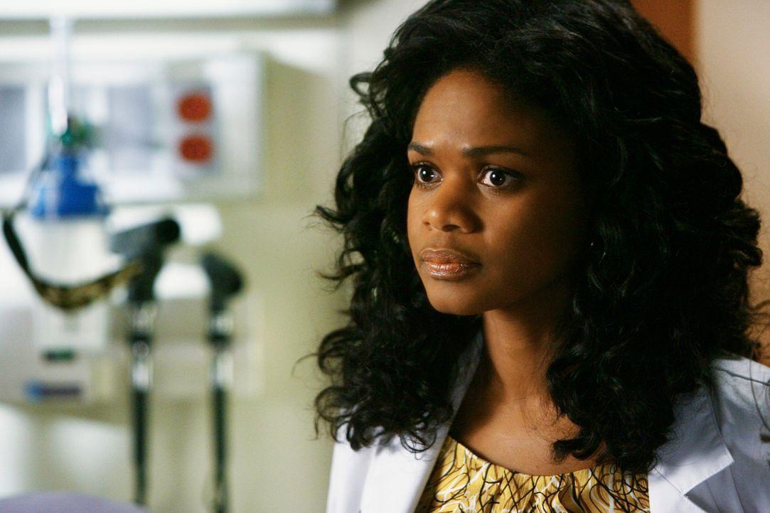 Dr. Swender (Kimberly Elise) möchte mit einer bestimmten medikamentösen Behandlung Izzie retten ... - Bildquelle: Touchstone Television