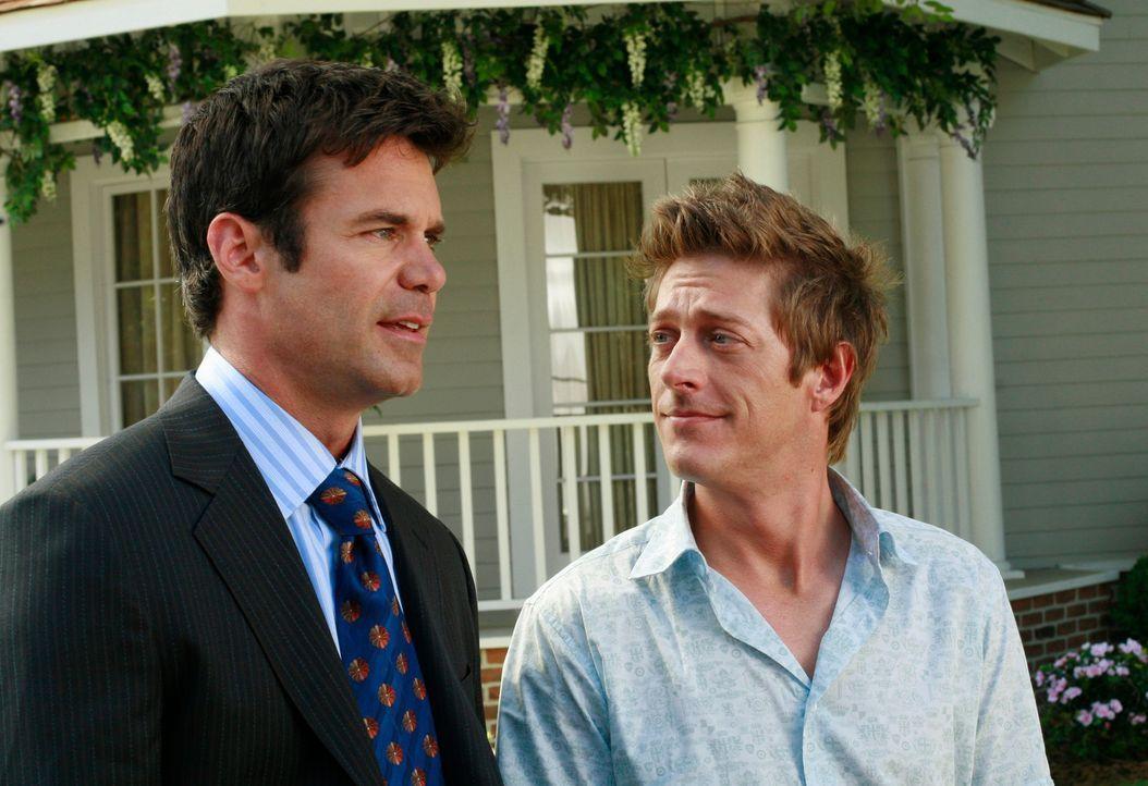 Haben einen Trumpf gegenüber Katherine in der Hand: Bob (Tuc Watkins, l.) und Lee (Kevin Rahm, r.) ... - Bildquelle: ABC Studios