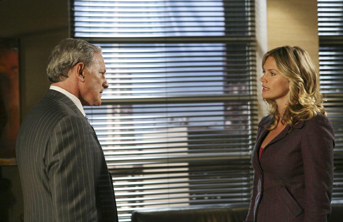 Ihre Liebe zu Eli ist noch immer so groß, dass Taylor (Natasha Henstridge, r.) ihren Vater (Victor Garber, l.) ersucht, den Anwalt nicht zu entlasse... - Bildquelle: Disney - ABC International Television