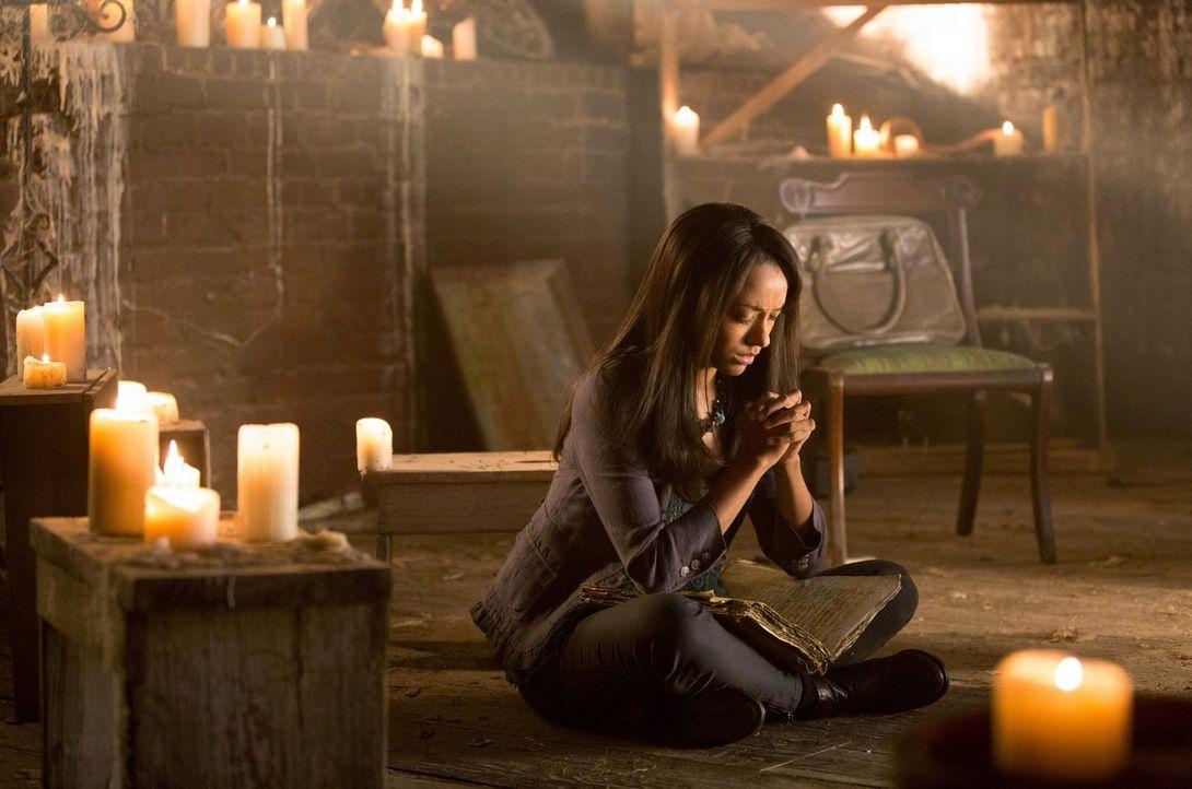 Nur schwarze Mächte und böse Geister können Bonnie (Katerina Graham) aus der verzweifelten Situation helfen ... - Bildquelle: Warner Brothers