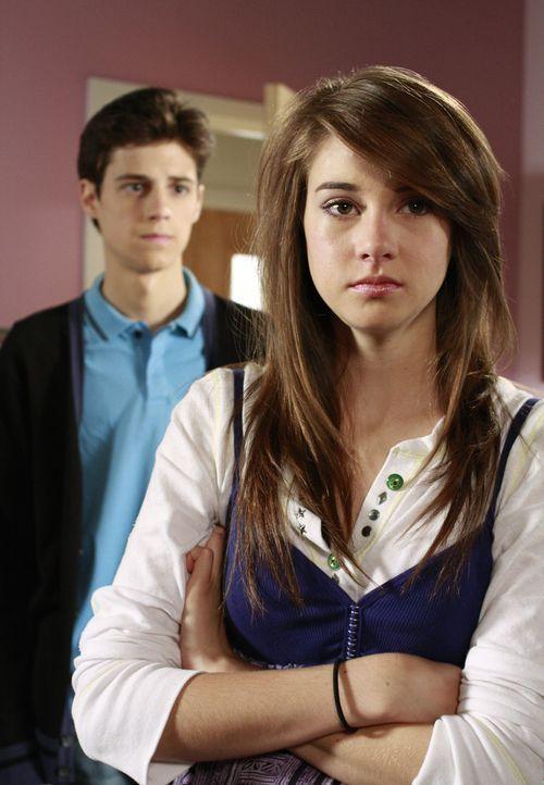 Amy (Shailene Woodley, r.) hat das Recht selbst zu entscheiden, ohne auf Bens (Kenny Baumann, l.) Meinung zu achten - doch trifft sie die richtige E... - Bildquelle: ABC Family