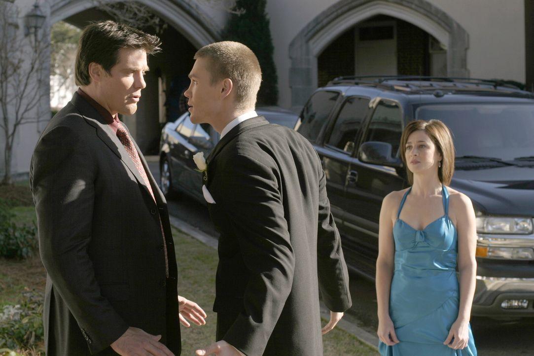 Die Situation eskaliert: Lucas (Chad Michael Murray, M.) und Dan (Paul Johansson, l.) geraten aneinander, während Karen (Moira Kelly, r.) gegen ihr... - Bildquelle: Warner Bros. Pictures