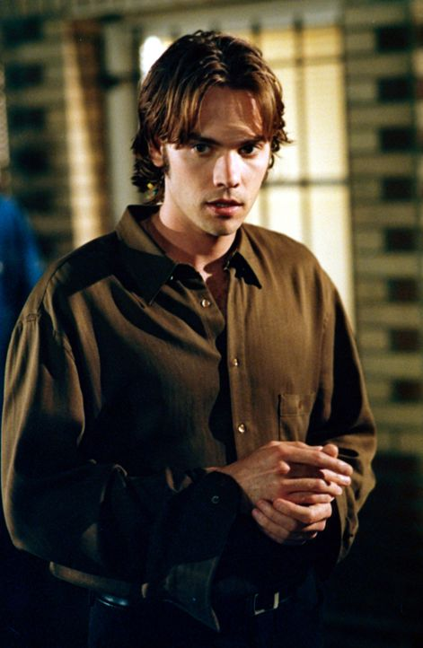 Matt (Barry Watson) ist nervös, weil Heather ihren Besuch angekündigt hat. Will sie ihn wirklich wieder zurück? - Bildquelle: The WB Television Network
