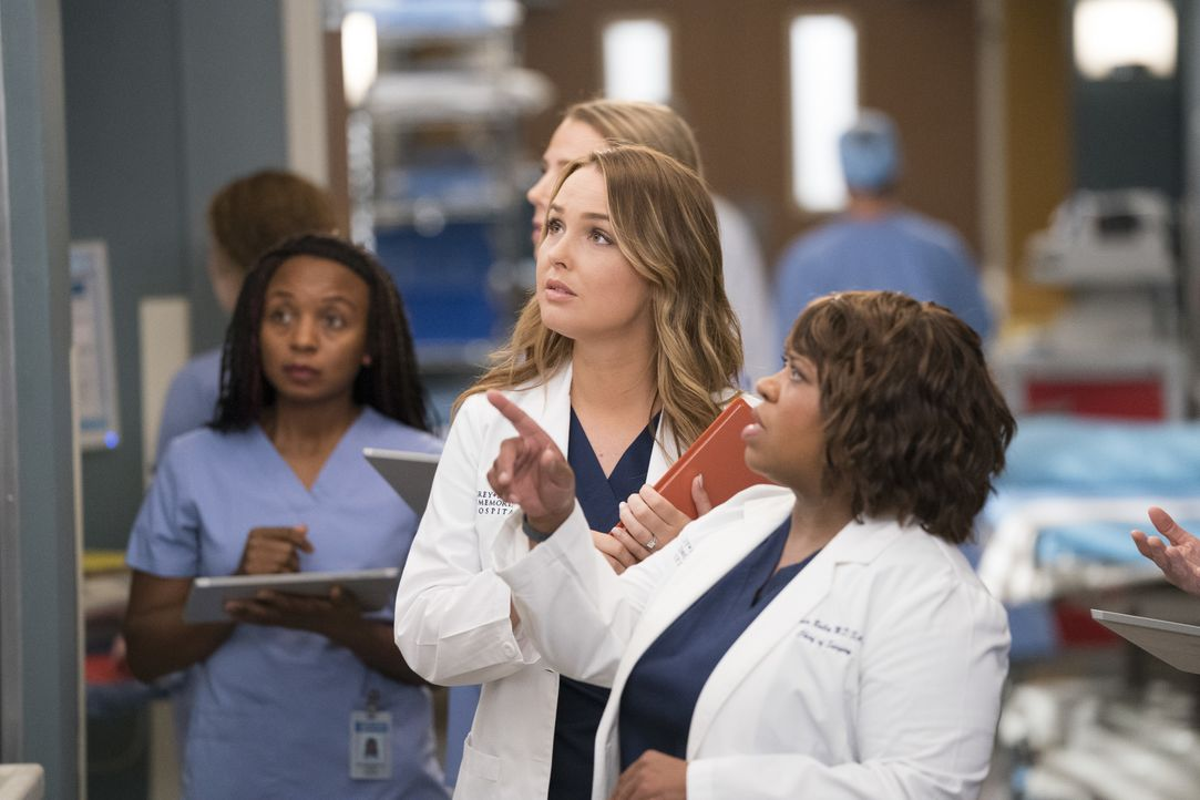 Dr. Jo Karev (Camilla Luddington, l.); Dr. Miranda Bailey (Chandra Wilson, r.) - Bildquelle: Mitch Haaseth ABC Studios / Mitch Haaseth