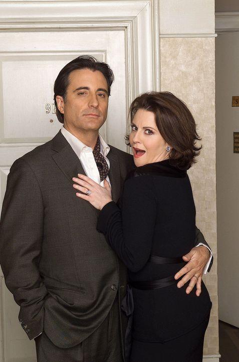 Karen (Megan Mullally, r.) hat's voll erwischt: Sie hat sich in einen Restaurant-Besitzer verliebt, und das gleich beim ersten Date! - Bildquelle: NBC Productions