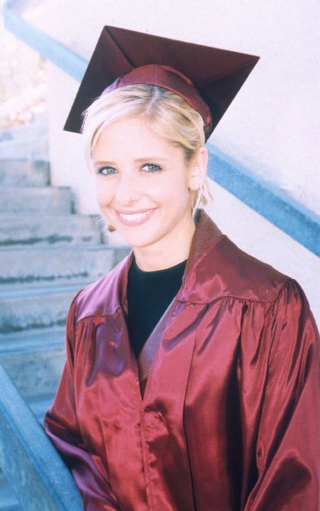 Endlich geschafft! Buffy (Sarah Michelle Gellar) hat die Schule erfolgreich beendet. - Bildquelle: TM +   2000 Twentieth Century Fox Film Corporation. All Rights Reserved.