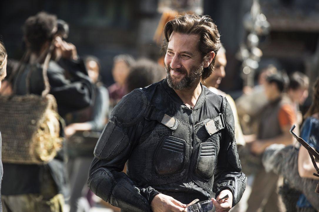 Während Kane (Henry Ian Cusick) das Leben in der Hauptstadt der Vereinten Clans genießt, brechen Bellamy und Octavia auf, um einen angeblichen Ansch... - Bildquelle: 2014 Warner Brothers