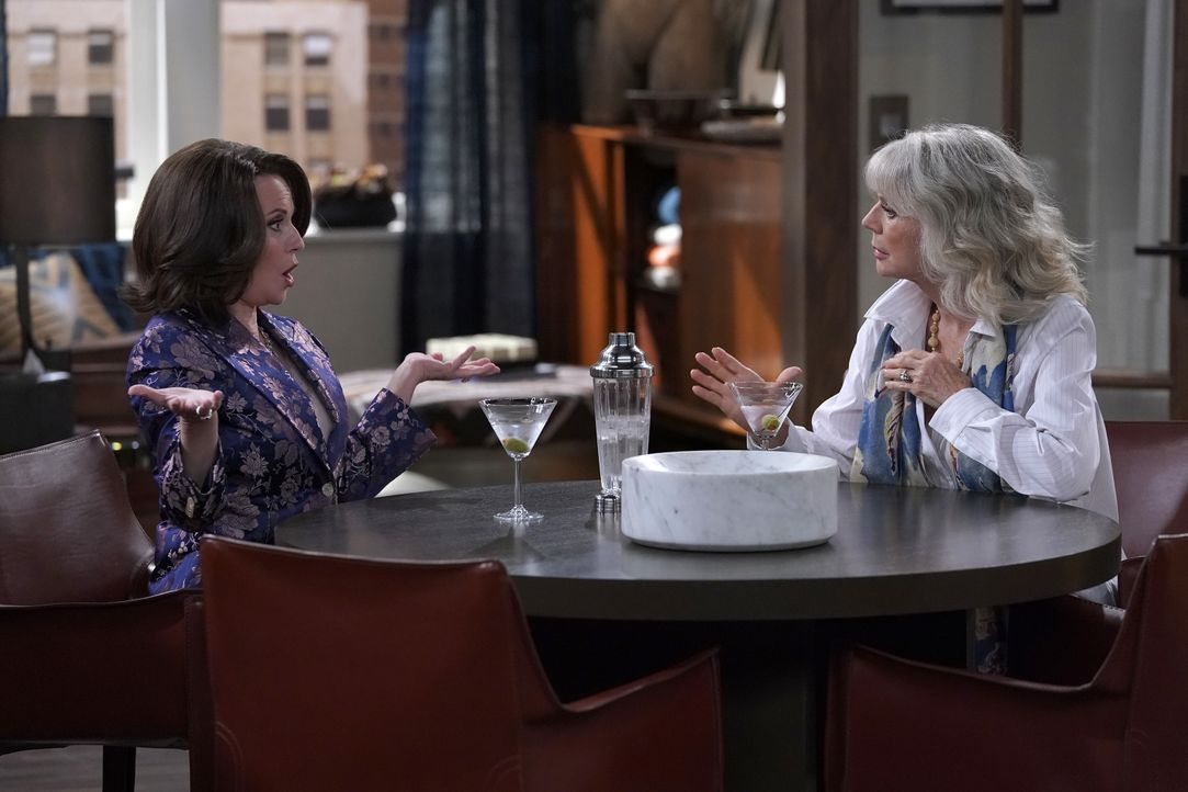 Karen (Megan Mullally, l.); Marilyn Truman (Blythe Danner, r.) - Bildquelle: Chris Haston 2018 NBCUniversal Media, LLC / Chris Haston