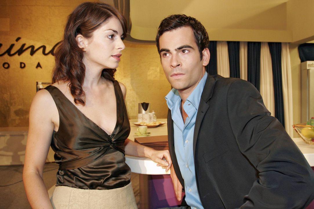 """Mariella (Bianca Hein, l.) wirft David (Mathis Künzler, r.) bezüglich """"B.STYLE"""" Untätigkeit vor. - Bildquelle: Noreen Flynn SAT.1 / Noreen Flynn"""