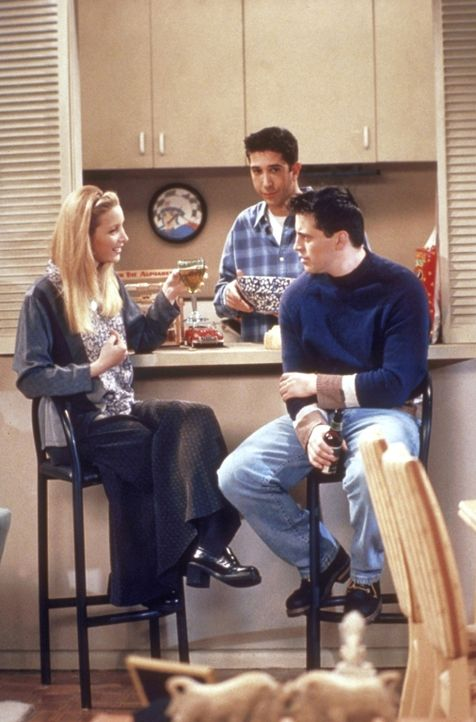 Die Freunde, unter anderem Phoebe (Lisa Kudrow, l.) und Joey (Matt LeBlanc, r.), wollen Skifahren gehen. Doch Ross (David Schwimmer, M.) darf nicht... - Bildquelle: TM+  2000 WARNER BROS.