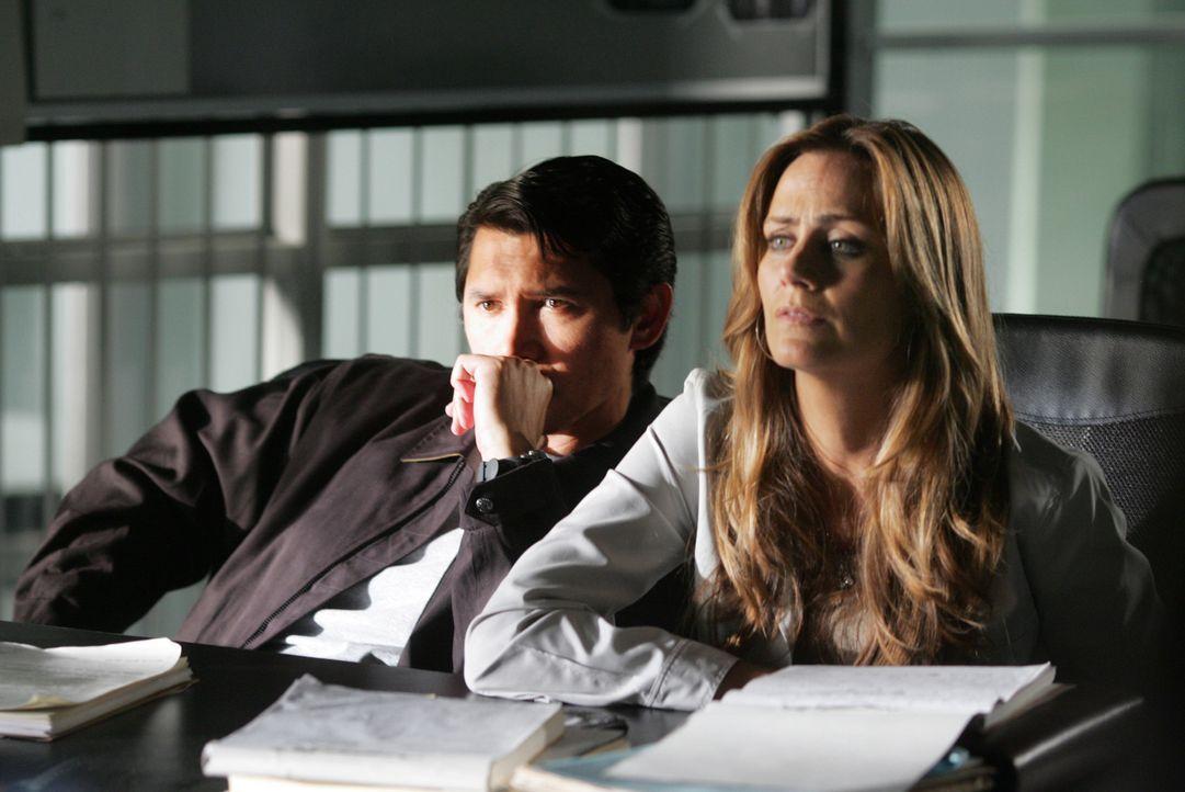 Arbeiten gemeinsam an einem neuen Fall: Agent Ian Edgerton (Lou Diamond Phillips, l.) und Megan Reeves (Diane Farr, r.) ... - Bildquelle: CBS International Television