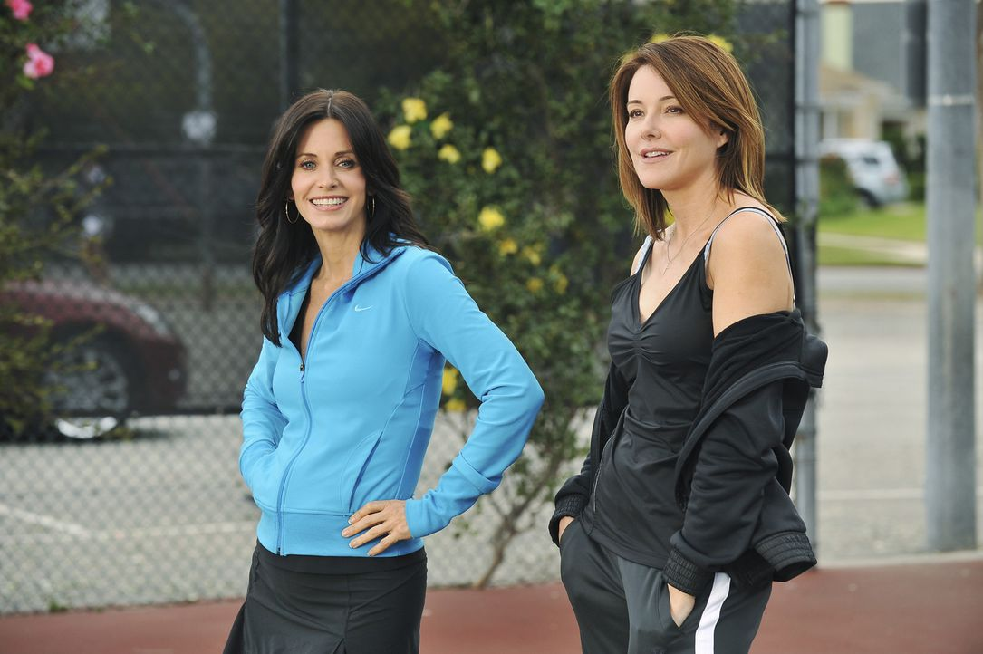 Geraten in Konkurrenzkampf: Ellie (Christa Miller, l.) und Jules (Courteney Cox, r.) ... - Bildquelle: 2009 ABC INC.