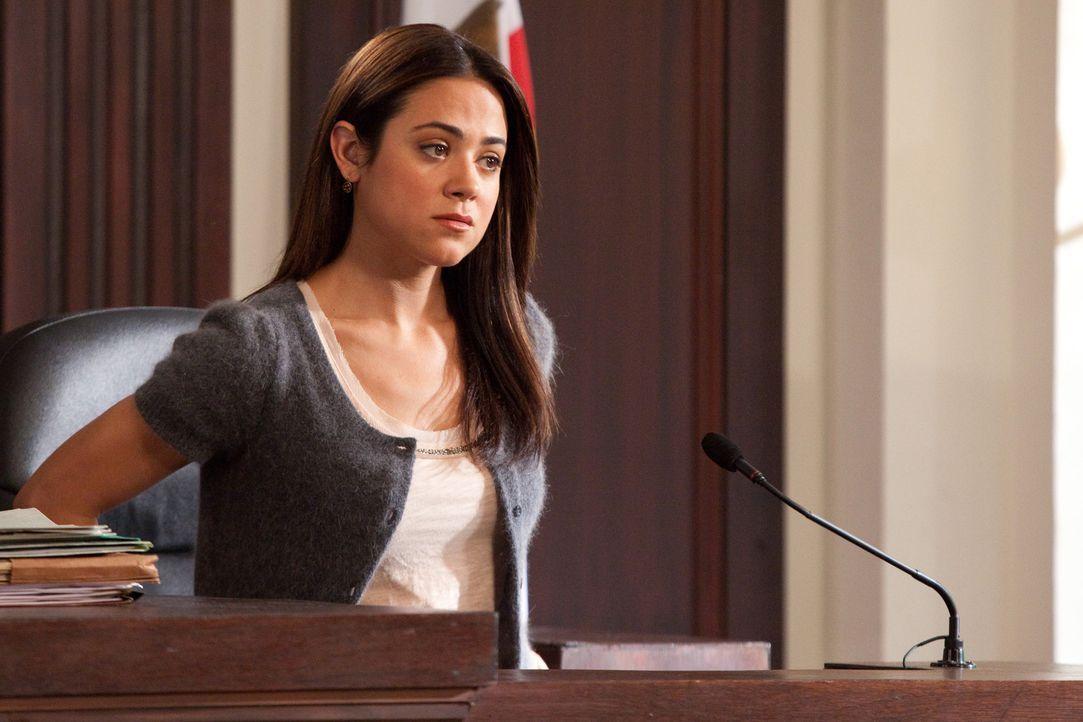Verklagt A.J. Fowler, den Produzenten einer TV-Datingshow: Wendy (Camille Guaty) ... - Bildquelle: 2009 Sony Pictures Television Inc. All Rights Reserved.