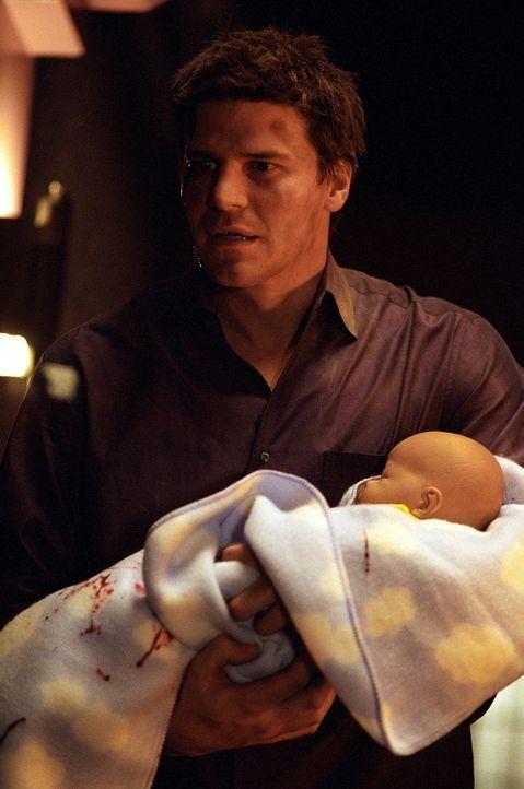 Angel (David Boreanaz) konnte seinen Sohn Connor in letzter Sekunde aus einem brennenden Zimmer retten ... - Bildquelle: 20th Century Fox. All Rights Reserved.