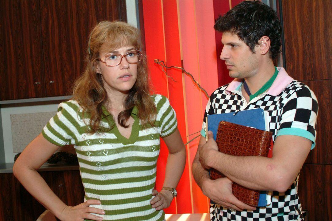 Lisa (Alexandra Neldel, l.) bemerkt, dass Rokko (Manuel Cortez, r.) mit der neuen Situation nicht gut klarkommt und sich offensichtlich zurückzieht... - Bildquelle: Monika Schürle Sat.1