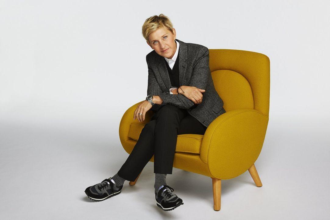 (1. Staffel) - Wenig Zeit, sechs faszinierte und kreative Bastler und die Aufgabe, herausragende Möbel zu entwerfen und zu bauen: Ellen DeGeneres fr... - Bildquelle: 2015 Warner Bros.