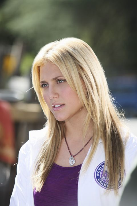 Wird Sasha Laurens (Cassie Scerbo) Bitte, wieder als Trainer für ihr Team zu arbeiten, nachgehen? - Bildquelle: 2010 Disney Enterprises, Inc. All rights reserved.