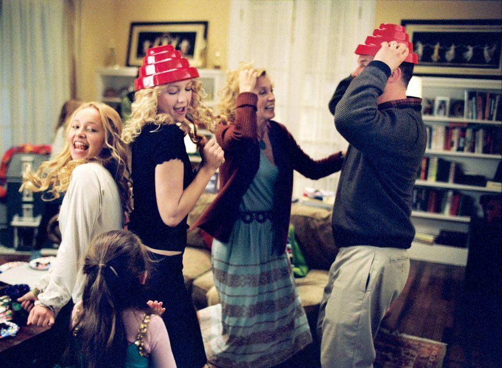 Noch ist die Welt in Ordnung: Audrey (Hayden Panettiere, l.), Sarah (Abigail Breslin, 2.v.l.), Helen (Kate Hudson, M.), Lindsay (Felicity Huffman, 2... - Bildquelle: Touchstone Pictures. All rights reserved