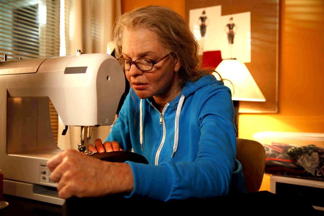 Hat nur eine einzige Chance, ihren Chef von ihren Designerqualitäten zu überzeugen: Aber Mel (Yvonne Catterfeld) ist über Nacht von einer jungen Fra... - Bildquelle: Dominik Hatt SAT.1
