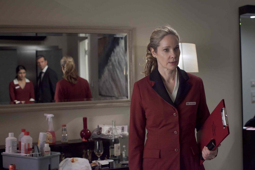 Hella Wiegand (Ann Kathrin Kramer) arbeitet als Floor-Supervisor in einem Hamburger Luxushotel. Eines Tages muss sie erleben, wie ihr Chef eines der... - Bildquelle: Georges Pauly SAT.1