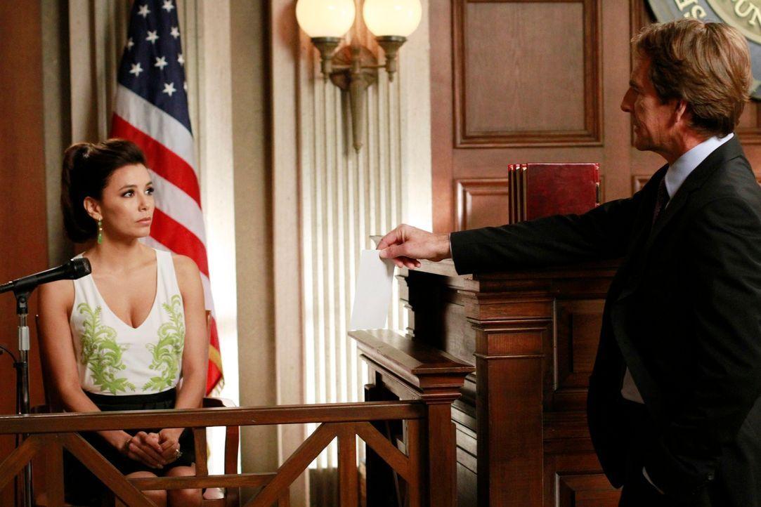 Als Carlos erfährt, dass man von Gabrielles Verbindung zu Alejandro weiß, will er den Mord gestehen. Doch Gabrielle (Eva Longoroa, l.) will ihn dara... - Bildquelle: ABC Studios
