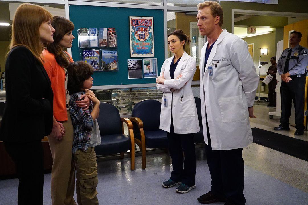Danielle (Ellen Wroe, 2.v.l.), Peter (Zackary Arthur, 3.v.l.) und Patricia (Brea Bee, l.) sind besorgt um Brandon, der mit einer Schussverletzung ei... - Bildquelle: Richard Cartwright ABC Studios