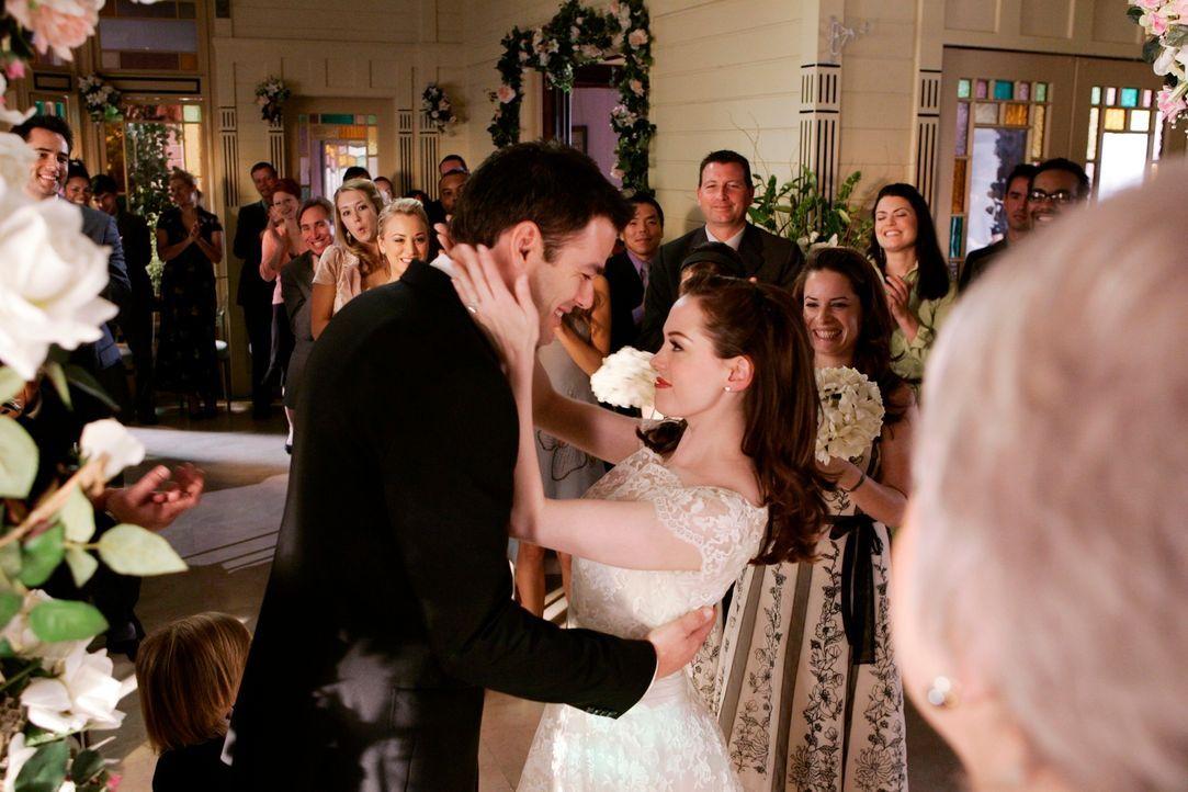 Eigentlich wollten sich Henry (Ivan Sergei, l.) und Paige (Rose McGowan, r.) nur verloben, aber plötzlich folgt die Heirat schneller als geplant ... - Bildquelle: Paramount Pictures