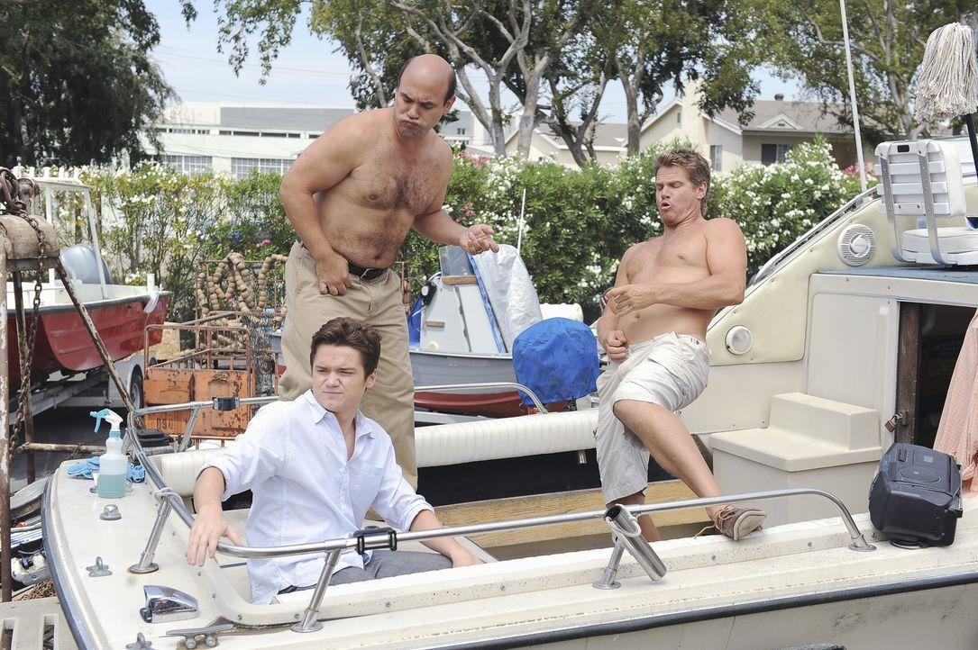 Männertag: Travis (Dan Byrd, l.), Andy (Ian Gomez, M.) und Bobby (Brian Van Holt, r.) ... - Bildquelle: 2009 ABC INC.