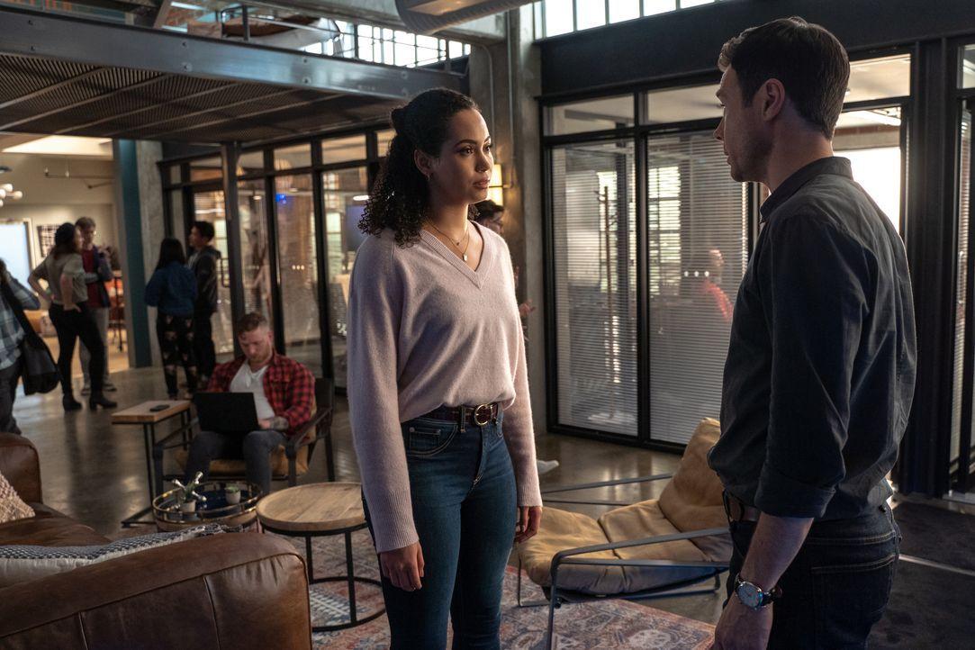 Macy Vaughn (Madeleine Mantock, l.); Harry Greenwood (Rupert Evans, r.) - Bildquelle: Colin Bentley 2019 The CW Network, LLC. All Rights Reserved. / Colin Bentley