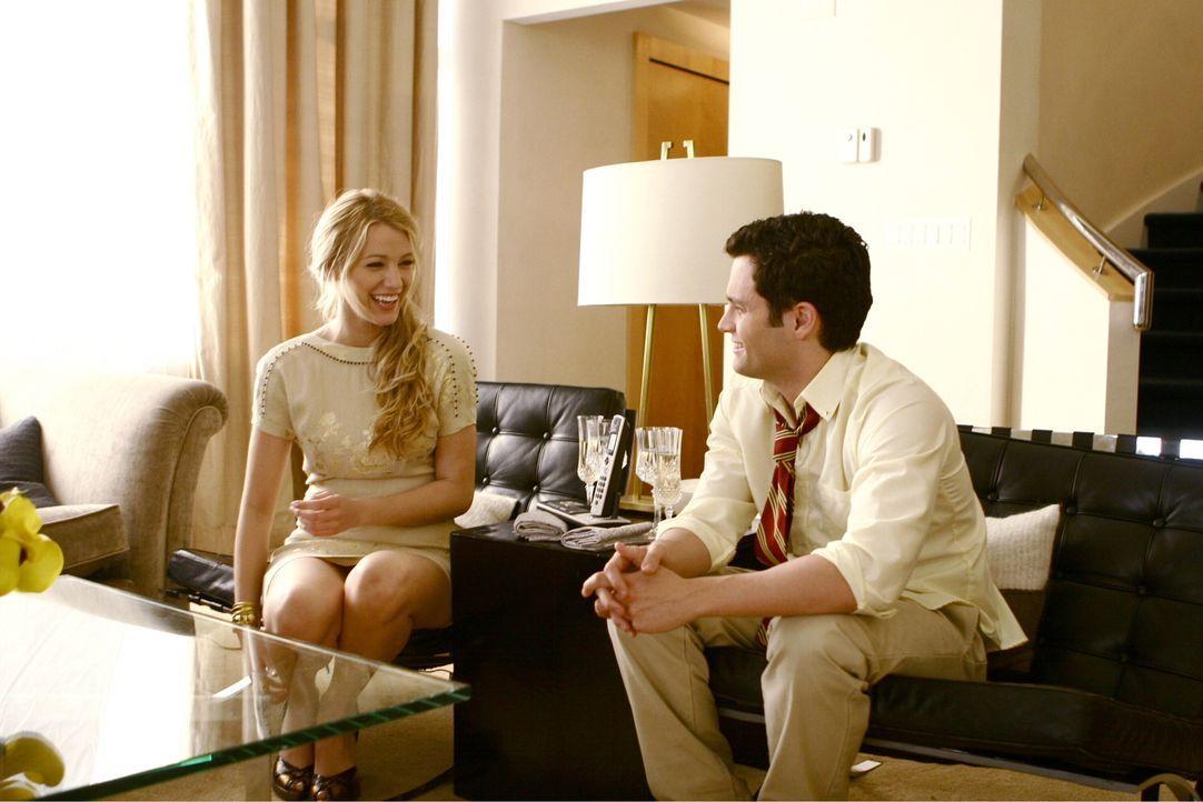 Glücklich verliebt: Endlich haben sich Serena (Blake Lively, l.) und Dan (Penn Badgley, r.) wieder versöhnt, da steht schon der nächste Ärger in... - Bildquelle: Warner Bros. Television