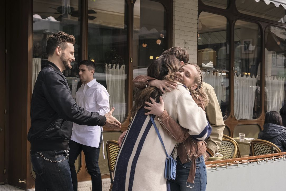 (v.l.n.r.) Josh (Nico Tortorella); Liza Miller (Sutton Foster); Caitlin Miller (Tessa Albertson) - Bildquelle: Hudson Street Productions Inc 2018